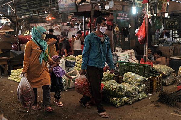 Shoppers at Pasar Induk Kramat Jati wholesale market in Jakarta, Indonesia on Sunday, May 2, 2021.
